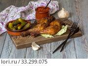 Купить «Fried chicken legs on a cutting board close-up», фото № 33299075, снято 5 февраля 2020 г. (c) Татьяна Ляпи / Фотобанк Лори