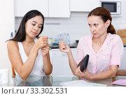 Купить «Daughter begging money», фото № 33302531, снято 9 июля 2018 г. (c) Яков Филимонов / Фотобанк Лори