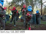 Group of jolly kids playing paintball. Стоковое фото, фотограф Яков Филимонов / Фотобанк Лори