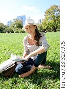 Купить «Cheerful woman in Central Park reading New York city guide», фото № 33327975, снято 4 апреля 2020 г. (c) PantherMedia / Фотобанк Лори