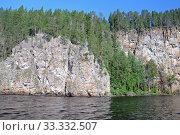 Карелия. Озеро Паанаярви. Красная скала (Рускеакаллио). Стоковое фото, фотограф Рябков Александр / Фотобанк Лори