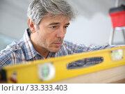 Купить «Closeup of craftsman using level», фото № 33333403, снято 6 июня 2020 г. (c) PantherMedia / Фотобанк Лори