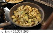 Купить «Process of frying chopped artichokes in pan. Concept of vegetarian food», видеоролик № 33337263, снято 19 января 2020 г. (c) Яков Филимонов / Фотобанк Лори