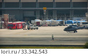 Купить «Supervisor meets helicopter at the airport», видеоролик № 33342543, снято 28 ноября 2016 г. (c) Игорь Жоров / Фотобанк Лори