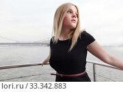 Красивая блондинка в черном платье на корабле в городе (2011 год). Стоковое фото, фотограф Elizaveta Kharicheva / Фотобанк Лори