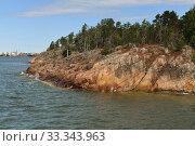 Rocky Island of Helsinki Archipelago in summer, Suomi (2019 год). Стоковое фото, фотограф Валерия Попова / Фотобанк Лори