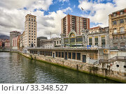Nervion River and La Concordia Railway Station, Bilbao, Biscay, Basque Country, Euskadi, Euskal Herria, Spain, Europe. Стоковое фото, фотограф Juanma Aparicio / age Fotostock / Фотобанк Лори