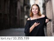 Купить «positive girl chatting on phone», фото № 33355199, снято 4 апреля 2020 г. (c) Яков Филимонов / Фотобанк Лори