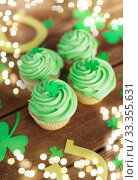 green cupcakes, horseshoes and shamrock. Стоковое фото, фотограф Syda Productions / Фотобанк Лори