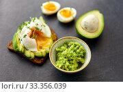 Купить «toast bread with avocado, pouched egg and greens», фото № 33356039, снято 1 ноября 2018 г. (c) Syda Productions / Фотобанк Лори