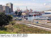 Купить «In the port in the city of Perama (Greece)», фото № 33357203, снято 28 ноября 2019 г. (c) Татьяна Ляпи / Фотобанк Лори