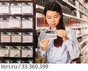 Купить «Asian customer buying false eyelashes», фото № 33360399, снято 24 октября 2019 г. (c) Яков Филимонов / Фотобанк Лори