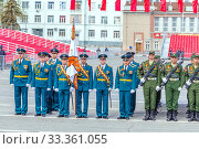 Купить «Russia, Samara, May 2016: The construction of soldiers with rifles for Victory Day at the rehearsal of the parade on Kuibyshev Square on a spring sunny day.», фото № 33361055, снято 7 мая 2017 г. (c) Акиньшин Владимир / Фотобанк Лори