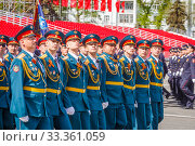 Купить «Russia, Samara, May 2016: The construction of soldiers with rifles for Victory Day at the rehearsal of the parade on Kuibyshev Square on a spring sunny day.», фото № 33361059, снято 7 мая 2017 г. (c) Акиньшин Владимир / Фотобанк Лори