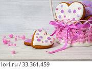 Купить «Пряники в плетеной корзинке. Разноцветные пряники ручной работы в форме сердца на белом столе. Крупный план», фото № 33361459, снято 9 марта 2020 г. (c) ирина реброва / Фотобанк Лори