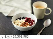 Купить «porridge breakfast with berries, almonds and spoon», фото № 33368983, снято 1 ноября 2018 г. (c) Syda Productions / Фотобанк Лори