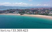 Купить «Scenic view from drone of coastal Spanish town of Santander on sunny summer day, Cantabria», видеоролик № 33369423, снято 14 июля 2019 г. (c) Яков Филимонов / Фотобанк Лори