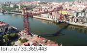 Aerial view of Bizkaia suspension Bridge in Portugalete, Spain (2019 год). Стоковое видео, видеограф Яков Филимонов / Фотобанк Лори