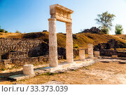 Columns of the temple in the ancient city of Pantikapei on Mount Mithridate. Kerch, Crimea (2019 год). Редакционное фото, фотограф Владимир Арсентьев / Фотобанк Лори