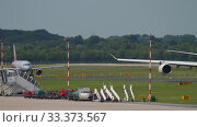 Купить «Widebody Aircraft taxiing before departure», видеоролик № 33373567, снято 22 июля 2017 г. (c) Игорь Жоров / Фотобанк Лори