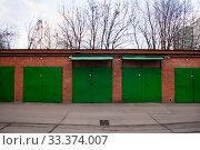Купить «Металлические гаражи в Москве», фото № 33374007, снято 9 марта 2020 г. (c) Victoria Demidova / Фотобанк Лори
