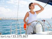 Woman steering pleasure yacht. Стоковое фото, фотограф Яков Филимонов / Фотобанк Лори