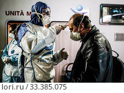 Купить «The operators of the Foundation Arca Onlus assist with its mobile unit the homeless in the city distributing hot meals and providing medical care and masks...», фото № 33385075, снято 14 марта 2020 г. (c) age Fotostock / Фотобанк Лори