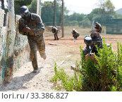 Купить «Paintball player aiming with gun», фото № 33386827, снято 11 августа 2018 г. (c) Яков Филимонов / Фотобанк Лори
