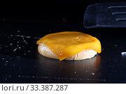 Купить «Сыр для бургеров на черном фоне», фото № 33387287, снято 7 марта 2019 г. (c) Марина Володько / Фотобанк Лори