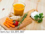 Купить «Freshly squeezed carrot-ginger juice», фото № 33391387, снято 26 мая 2020 г. (c) Яков Филимонов / Фотобанк Лори