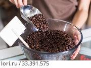 Купить «Seller is pouring coffee from glass container», фото № 33391575, снято 4 сентября 2017 г. (c) Яков Филимонов / Фотобанк Лори