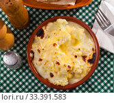 Купить «Cauliflower baked with bechamel sauce served at clay pot», фото № 33391583, снято 6 июля 2020 г. (c) Яков Филимонов / Фотобанк Лори