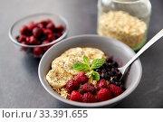 Купить «cereal breakfast with berries, banana and spoon», фото № 33391655, снято 1 ноября 2018 г. (c) Syda Productions / Фотобанк Лори