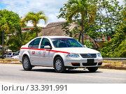 Купить «Volkswagen Jetta», фото № 33391991, снято 17 мая 2017 г. (c) Art Konovalov / Фотобанк Лори