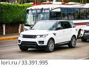 Купить «Land Rover Range Rover», фото № 33391995, снято 25 мая 2017 г. (c) Art Konovalov / Фотобанк Лори