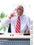Купить «Old male accountant in budget planning concept», фото № 33392783, снято 12 сентября 2019 г. (c) Elnur / Фотобанк Лори
