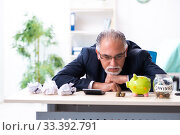 Купить «Old male accountant in budget planning concept», фото № 33392791, снято 12 сентября 2019 г. (c) Elnur / Фотобанк Лори