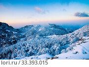 Купить «Snow scene on huangshan mountain», фото № 33393015, снято 4 апреля 2020 г. (c) age Fotostock / Фотобанк Лори