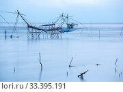 Yor Building, Local fishing with big net, at Thale noi, Phatthalung, Thailand. Стоковое фото, фотограф Zoonar.com/Vichaya Kiatying-Angsulee / easy Fotostock / Фотобанк Лори