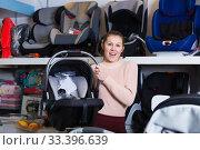 Купить «Positive female with car cradle for infant», фото № 33396639, снято 19 декабря 2017 г. (c) Яков Филимонов / Фотобанк Лори