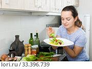 Купить «woman cooking salad», фото № 33396739, снято 31 марта 2020 г. (c) Яков Филимонов / Фотобанк Лори