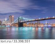 Night view of Manhattan and Brooklyn bridge (2013 год). Стоковое фото, фотограф Elnur / Фотобанк Лори