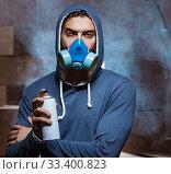 Купить «Graffiti painter in dark smokey room», фото № 33400823, снято 11 августа 2017 г. (c) Elnur / Фотобанк Лори