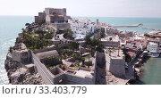 Купить «Aerial view of ancient fortress in Peniscola, Spain», видеоролик № 33403779, снято 16 апреля 2019 г. (c) Яков Филимонов / Фотобанк Лори