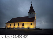 Sunrise view of the church of Vík (vikurkirkja), built in the 1930s, rises above the town of Vík in southern Iceland. Стоковое фото, фотограф Joaquín Gómez / age Fotostock / Фотобанк Лори