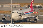 Купить «Boeing 747 airfreighter taxiing», видеоролик № 33407435, снято 7 ноября 2019 г. (c) Игорь Жоров / Фотобанк Лори