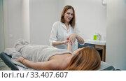 Купить «Massage - massage therapist is kneading wrist of young and red-haired woman», видеоролик № 33407607, снято 8 апреля 2020 г. (c) Константин Шишкин / Фотобанк Лори