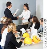 Купить «Business handshake at negotiations in office», фото № 33407719, снято 25 мая 2020 г. (c) Татьяна Яцевич / Фотобанк Лори