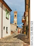 Купить «Street with bell tower in Santarcangelo di Romagna», фото № 33408123, снято 26 февраля 2020 г. (c) Роман Сигаев / Фотобанк Лори