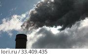 Купить «Chimney producing huge amount of gas pollution. Quick motion», видеоролик № 33409435, снято 22 марта 2020 г. (c) Алексей Кузнецов / Фотобанк Лори